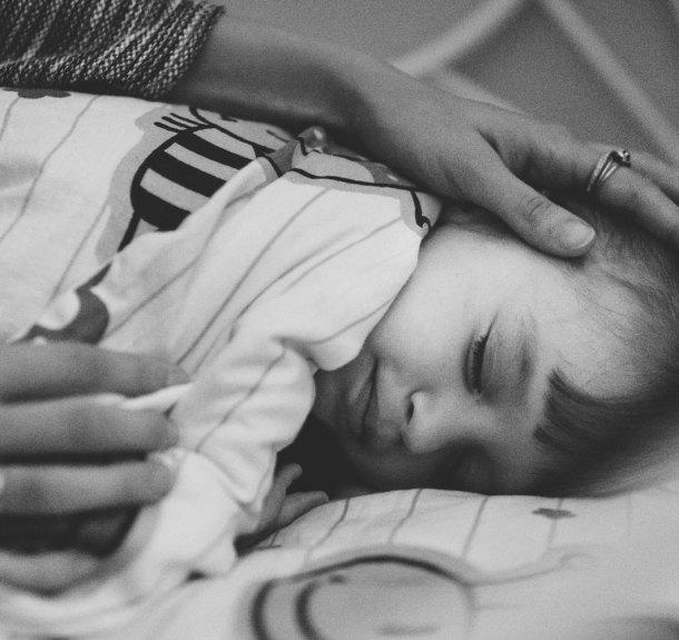 Wenn ich abends neben meinen schlafenden Kindern weine. Über Angst und Dankbarkeit von Müttern. Photo Credit: Chiara Doveri