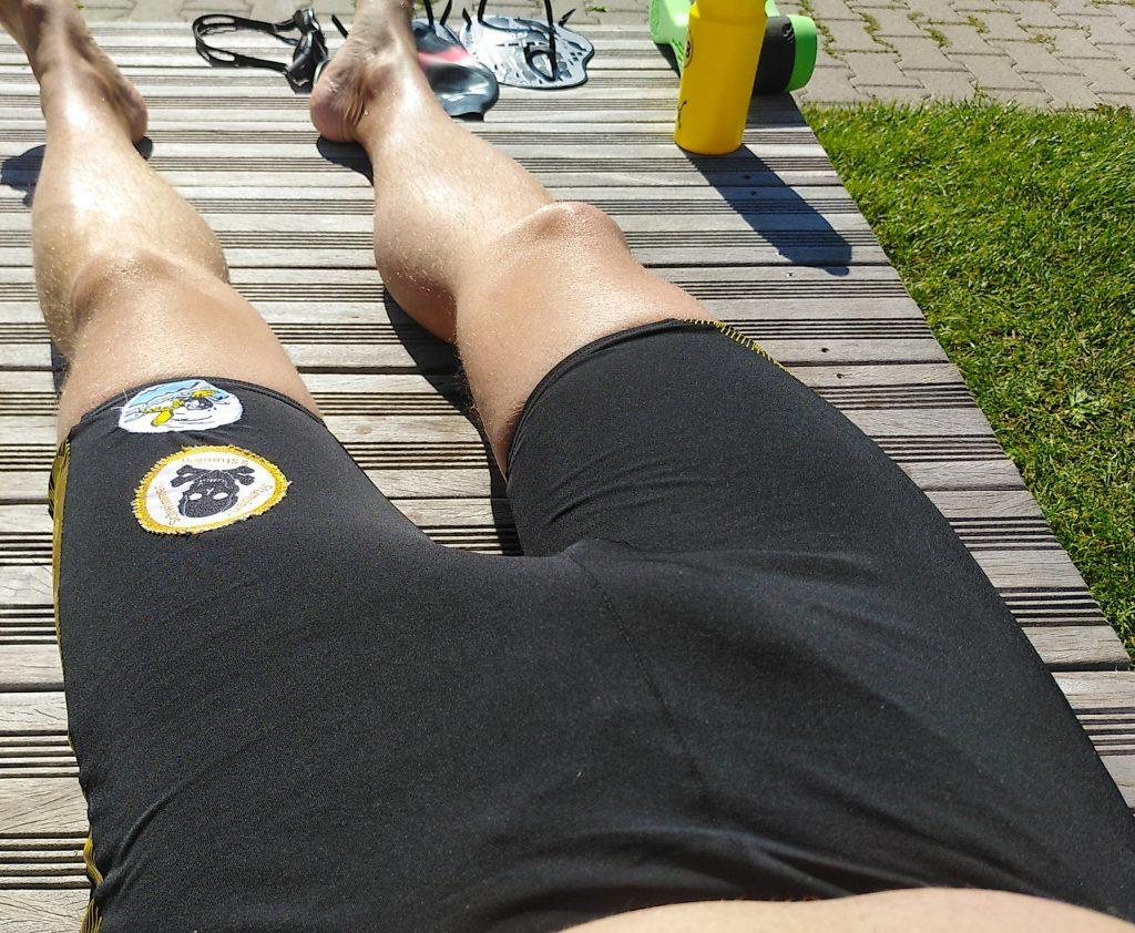 Ende der Freibadsaison - noch einmal in Badehose in der Sonne liegen