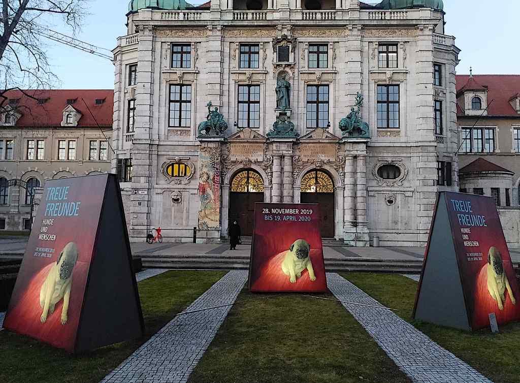 Bayerisches Nationalmuseum - Hinweistafeln
