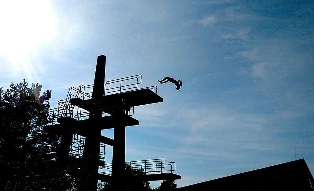 Turmspringer vom Zehner - Am Ende der Freibadsaison