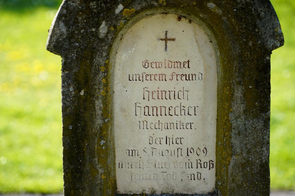 Gedenksäule Inschrift