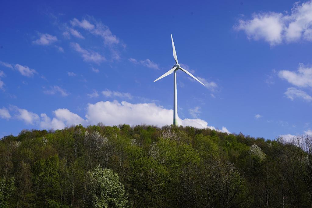 Windrad auf dem Berg von Fröttmaning