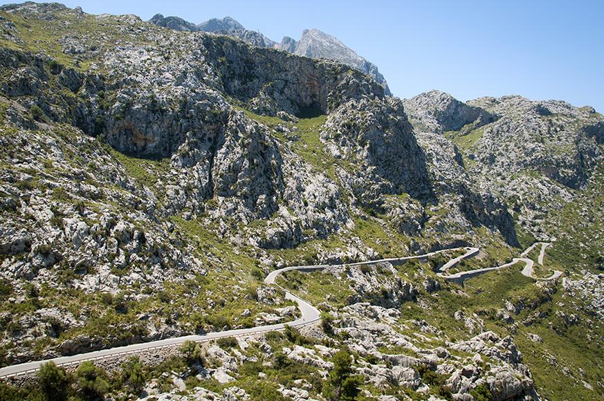 serpentyny na drodze do Sa Calobra
