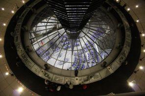 Budynek Bundestagu otwarto po renowacji w 1999 roku. Nadzorował ją sir Norman Foster