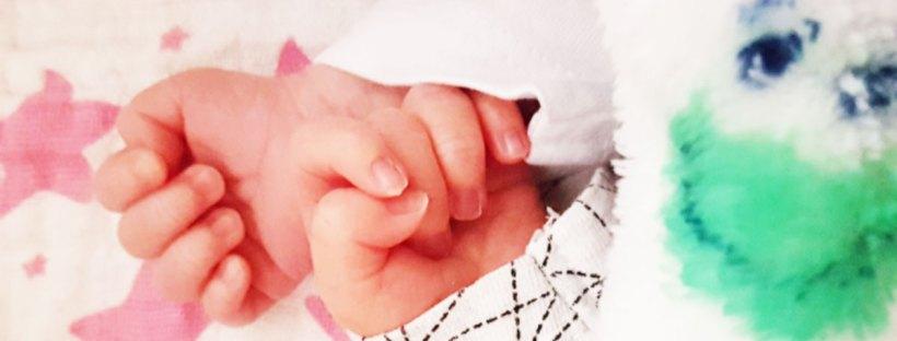 Hier sieht man die Händchen der Zwillinge Liam und Lea. Geburtsbericht Zwillinge 36. SSW
