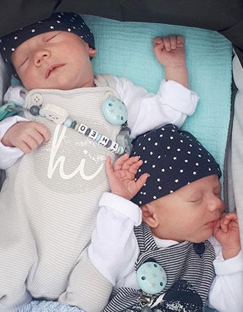 die Zwillinge Tom und Theo