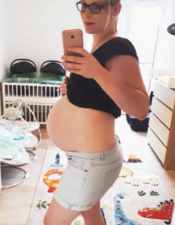 Zwillingsschwangerschaft Babybauch von Zwillingen
