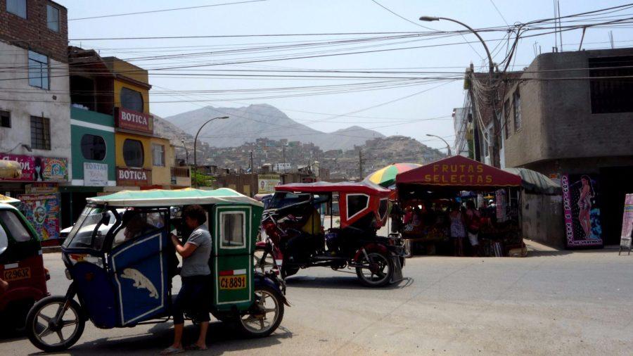 Besonders in den Randbezirken von Lima sind die Straßen gefüllt mit Motocars.