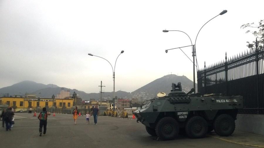 Im Zentrum kein ungewöhnlicher Anblick: ein Panzer auf Limas Straßen.