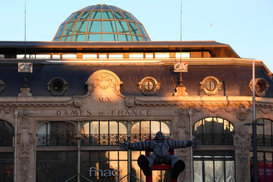 Perpignan Sehenswürdigkeiten à la Dominique: Dalí vor dem Fnac (historisches Kaufhaus) auf der Place de Catalogne.