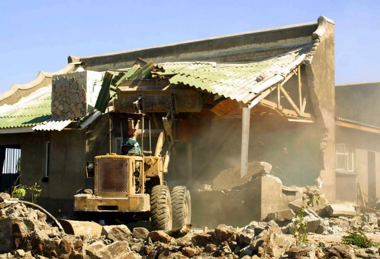 """20000 face Domboshava eviction after """"Chinese people buy Zim mountain"""" from Govt"""