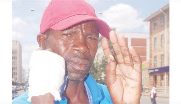Brave Zimbabwe man strangles leopard, kills it with bare hands, arrested for poaching