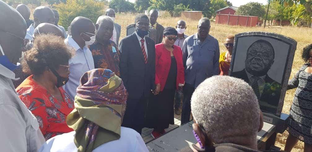 Mixed Reactions over Khupe's 'SATANIC' Rituals at Morgan Tsvangirai Grave… VIDEO