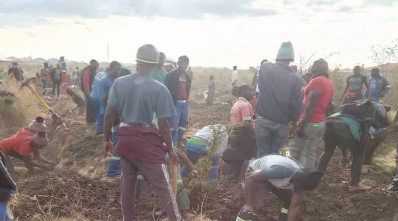 GWERU: Gold rush in Senga as Mashurugwi Machete miners invade suburb..PICTURE