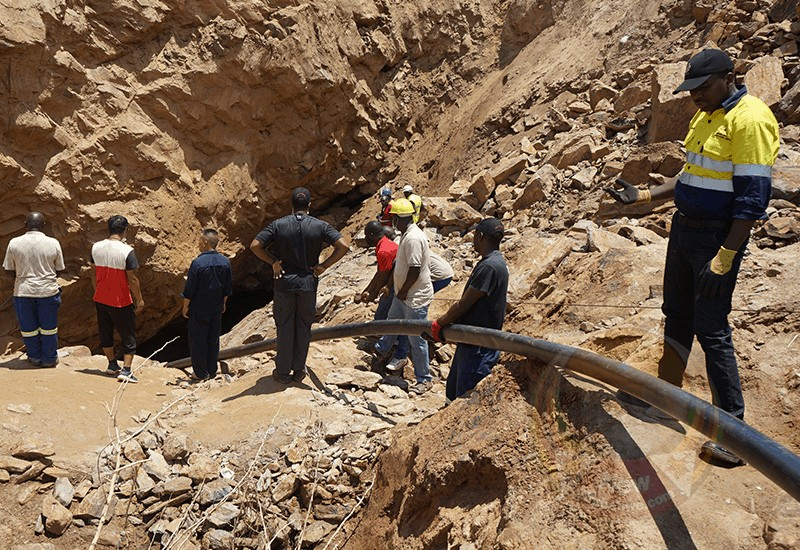 MINE DISATER UPDATE: Trapped miners' relatives threaten to take over rescue operations, say authorities too slow