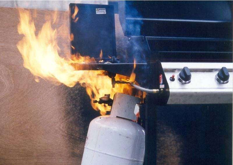 Gas fire kills 18 year old, leaves 8 year old minor battling for life