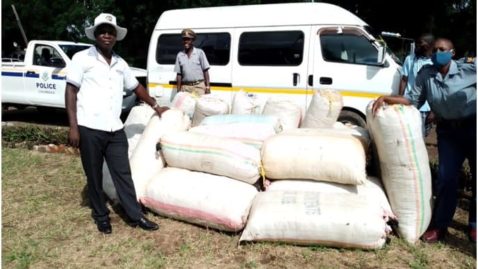 Trio arrested carrying 26 X 90kgs of mbanje in a Nissan Caravan vehicle