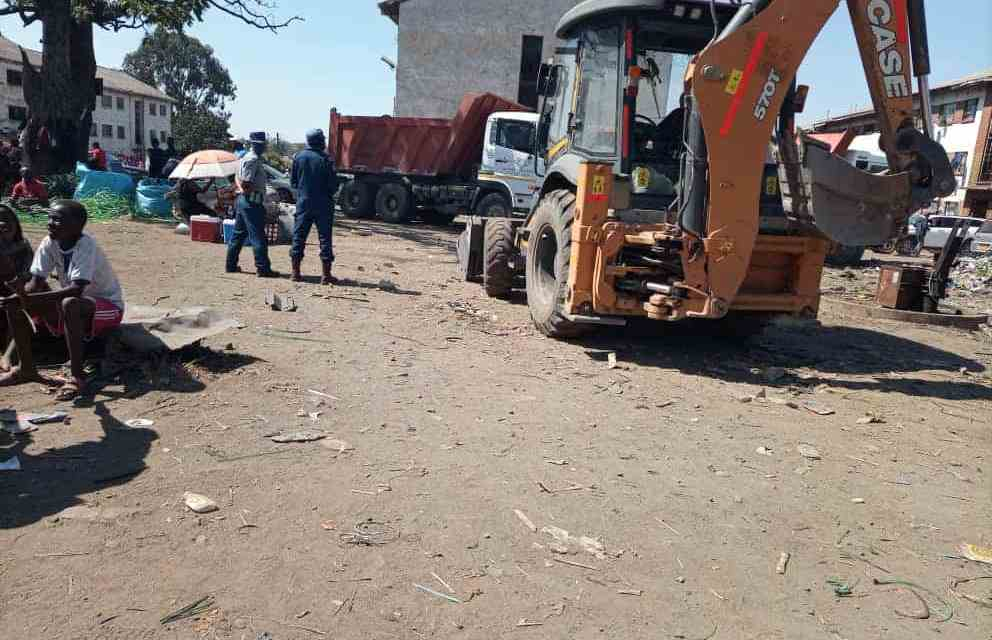 CIOs, police block Ngarivhume from conducting clean up in Mbare saying people may gather to watch thereby spread Covid 19