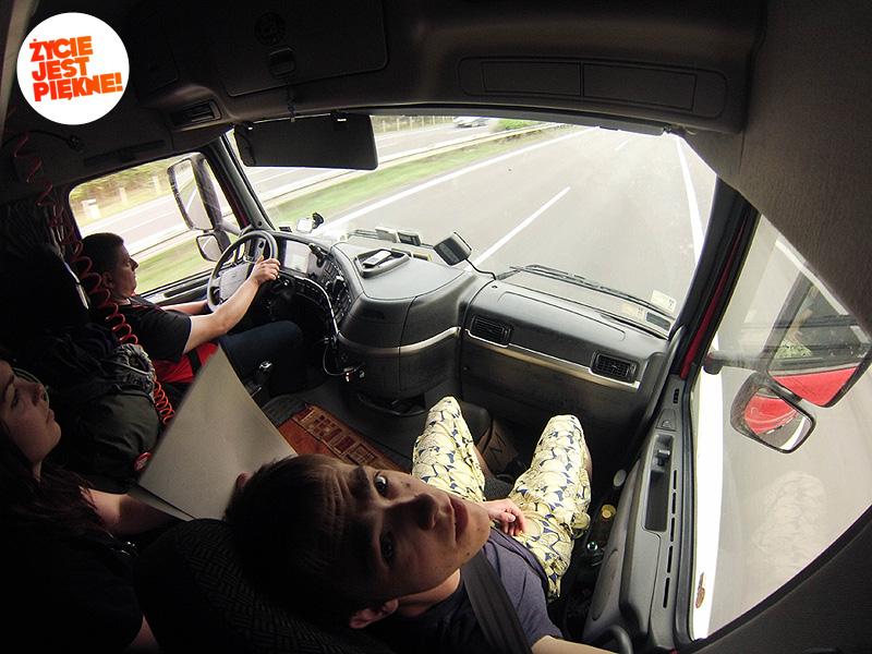 Autostopem doChorwacji - wkabinie tira