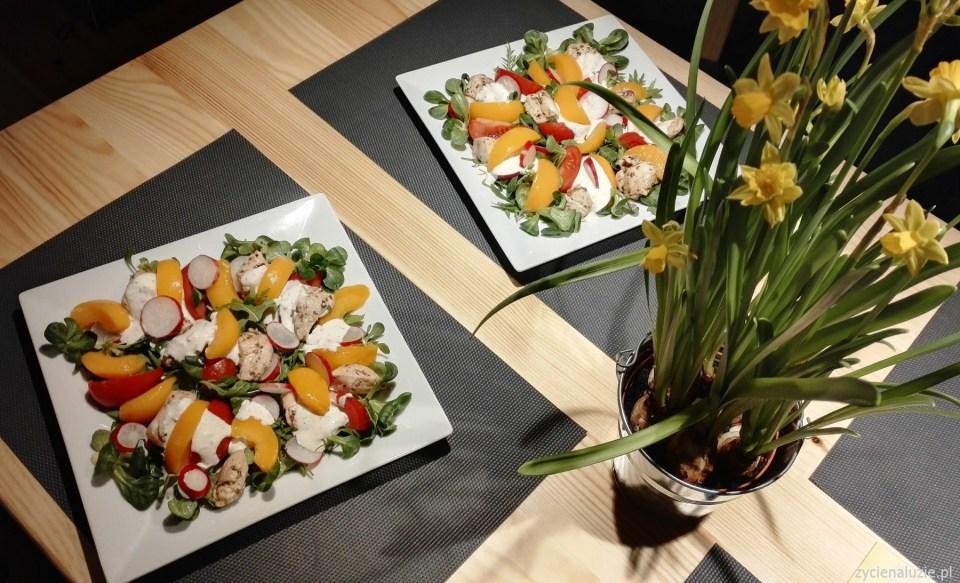 Sałatka z brzoskwinią i kurczakiem