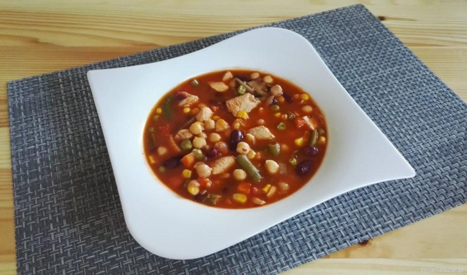 Zupa gulaszowa z ciecierzycą