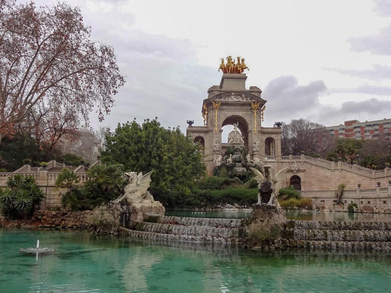 Ciutadella Park Barcelona cascada monumental co zobaczyc i zwiedzić w barcelonie blog park