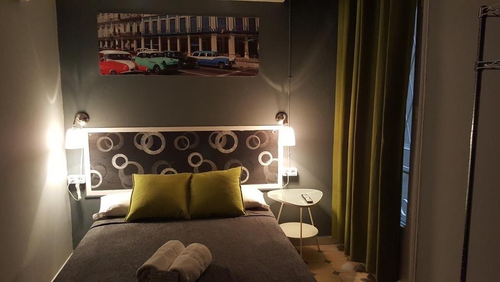 Hostel Friends Barcelona pokój 2 osobowy nocleg gdzie nocować w barcelonie