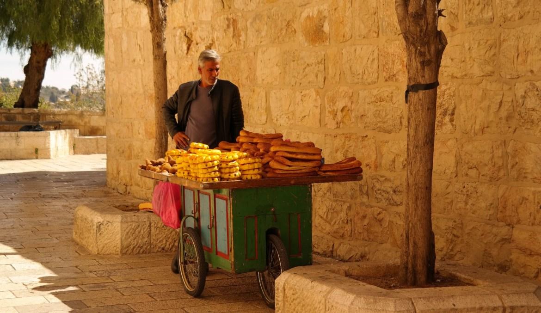 Jerozolima stare miasto sprzedawca na ulicy