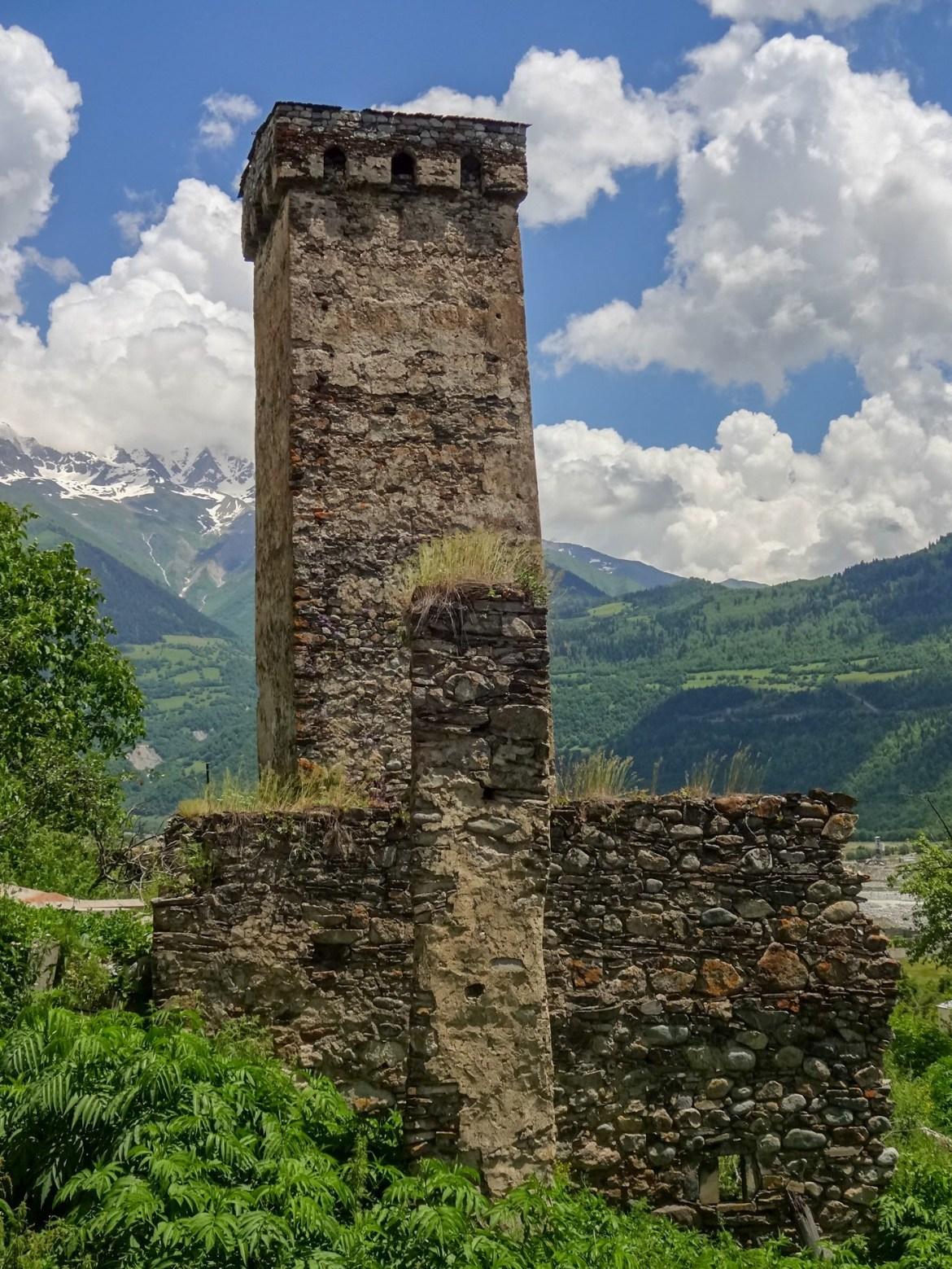 Wieże Mestia Swanetia Gruzja co zwiedzić i zobaczyć