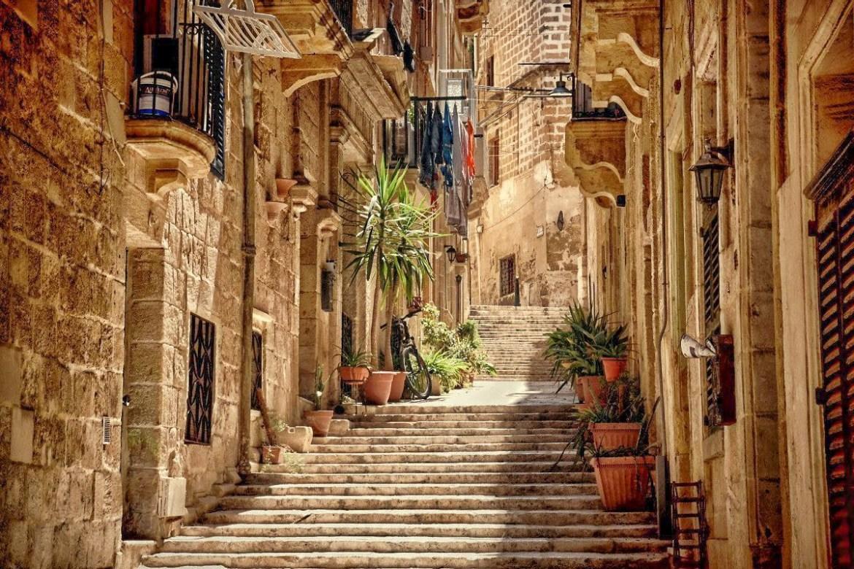 Birgu-ulice-malta  Co zwiedzić i zobaczyc na malcie zwiedzanie malty blog
