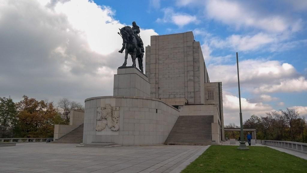 Żiżkow Praga pomnik co zwiedzić w pradze