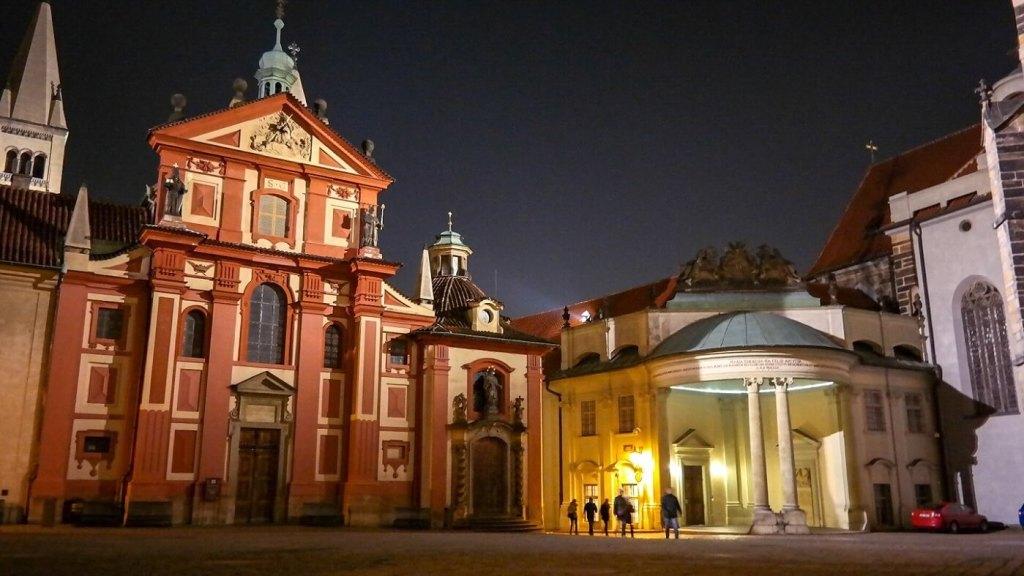 Praga nocą Katedra co zobaczyc i zwiedzic w pradze w weekend
