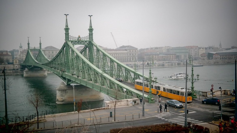 Most Wolności budapeszt co zwiedzić i zobaczyc w weekend