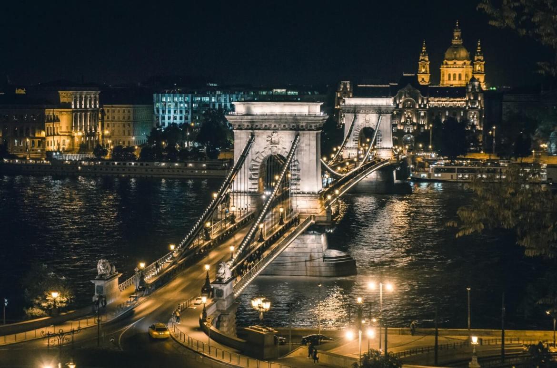 budapeszt nocą most co zwiedzic i zobaczyc w budapeszcie