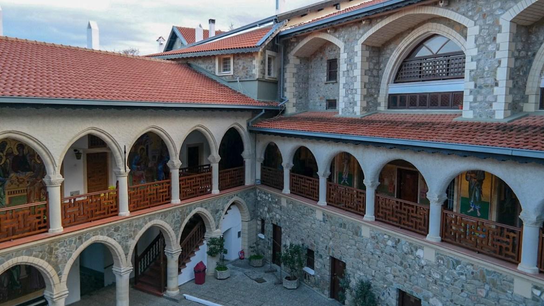 Monaster Kykkos cypr trodos Góry co zwiedzić i zobaczyć na cyprze blog