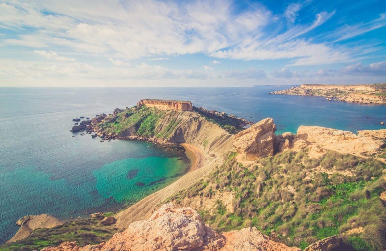 gdzie wyjechać na wakacje malta plaże