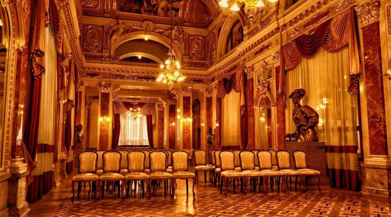 Sala lustrzana w operze