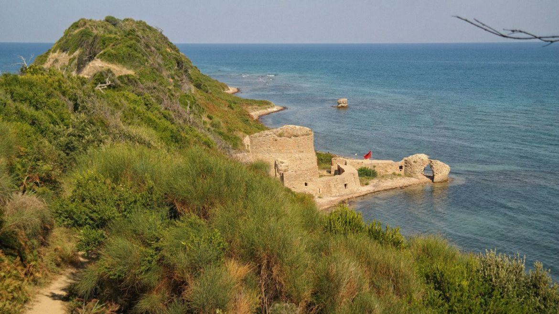 Wybrzeże Rodonit Albania Co zobaczyć w Albanii thetravelbus ruiny zamku