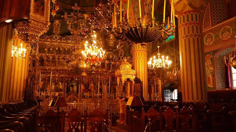 Monaster-Kykkos-Cypr-gory-Trodos-Co-zwiedzic-i-zobaczyc-na-cyprze-blog-ołtarz