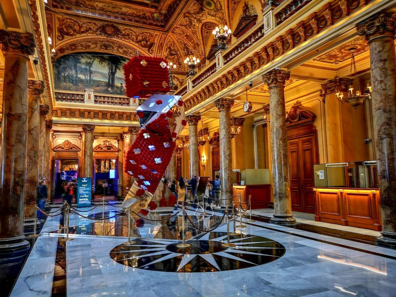 Monako co zwiedzić i zobaczyć w Monako monaco kasyno lobby środek
