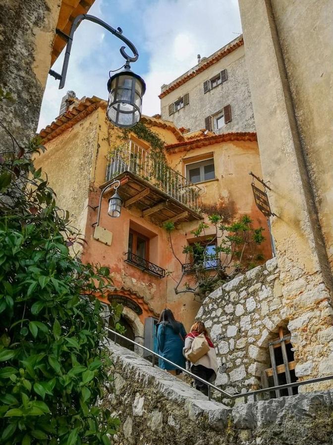ulice miasteczko lampa klimat lazurowe zwiedzanie