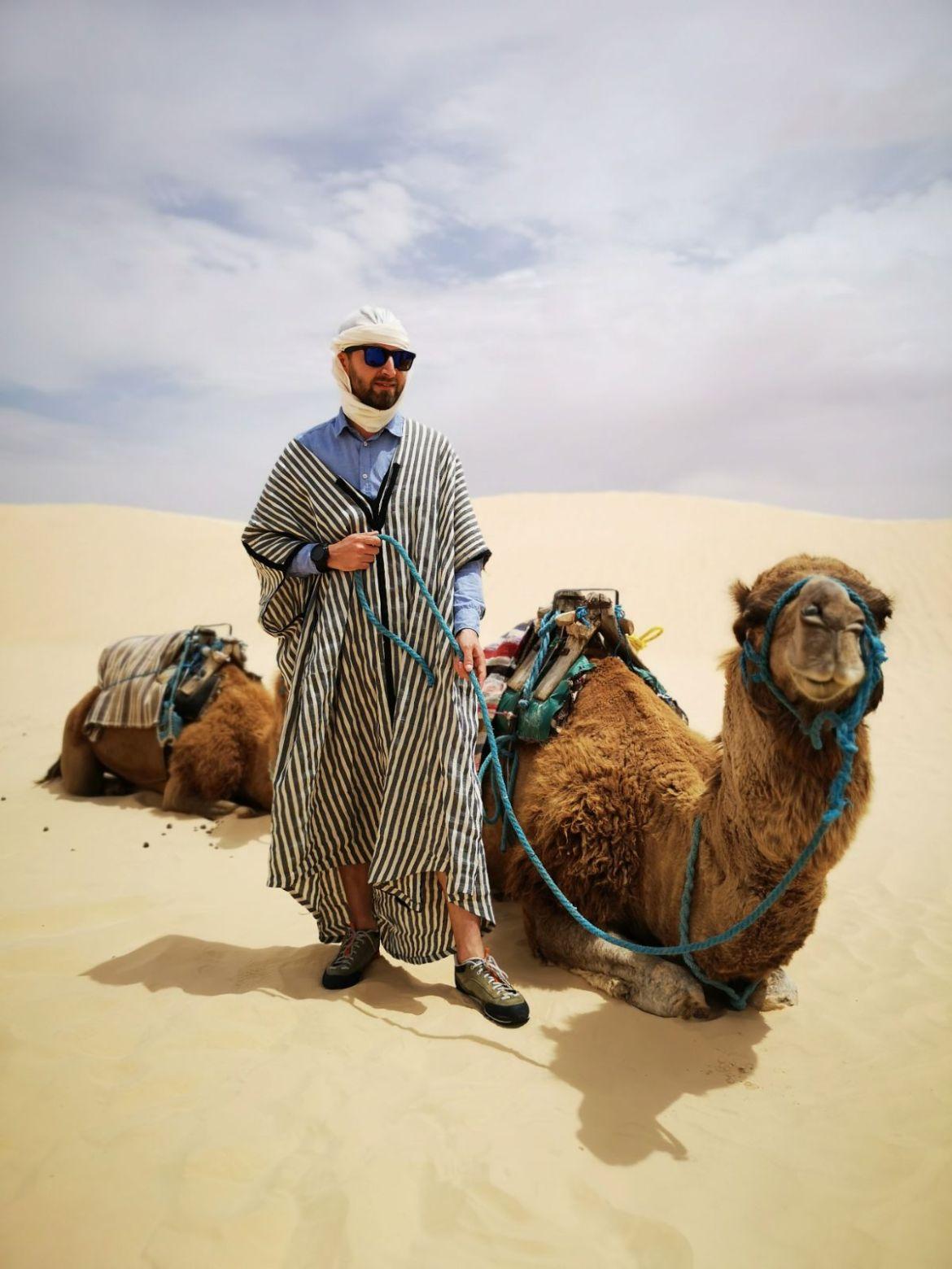 wielbłąd jazda na wielbładach pustynia