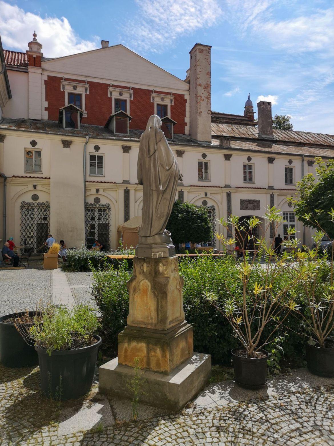 klasztor dominikanów lublin dziedziniec lublin weekend co zwiedzić lubelskie