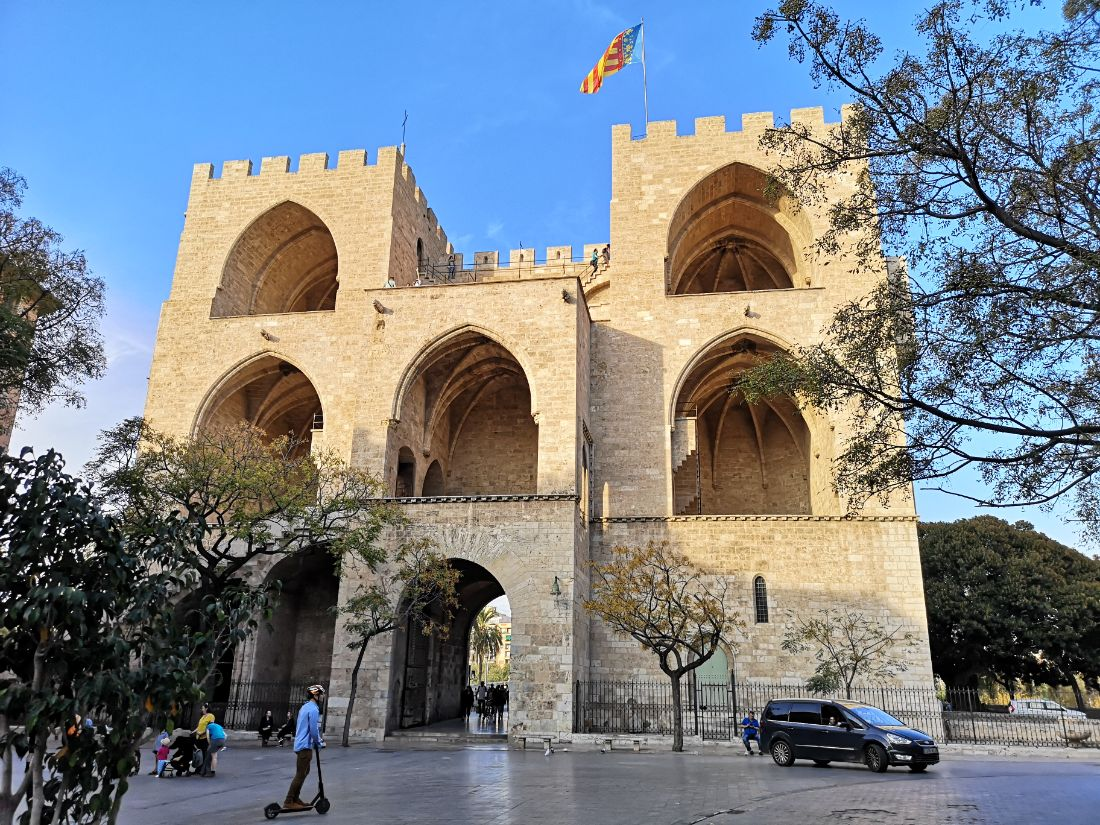 Torres de Serranos brama miejska walencja hiszpania zwiedzanie co zobaczyć
