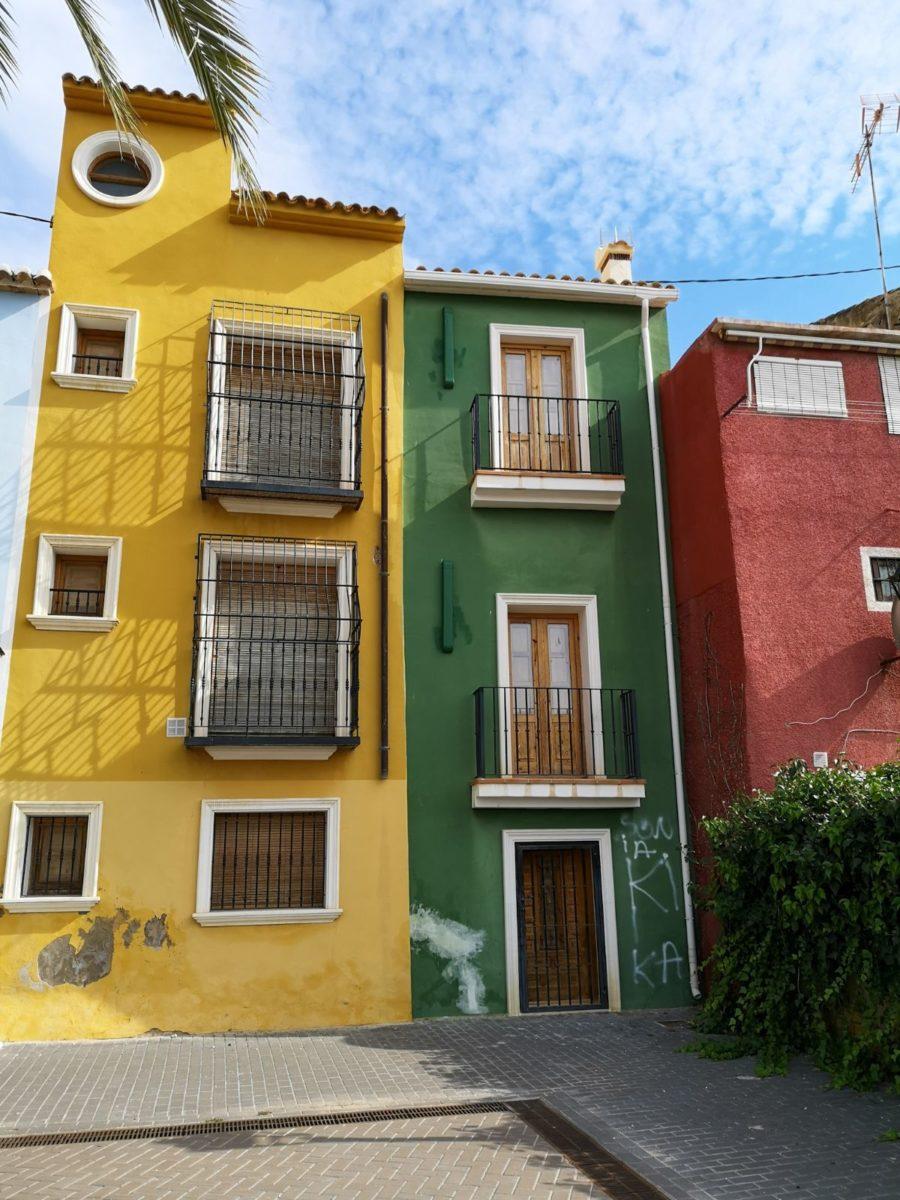 Villajoyosa costa blanca hiszpania uliczki kolorowe domy