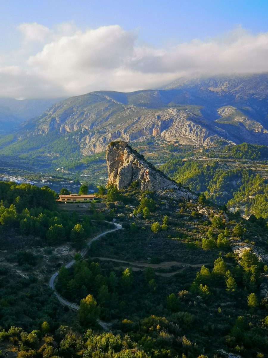 panorama z El Castell de Guadalest hiszpania
