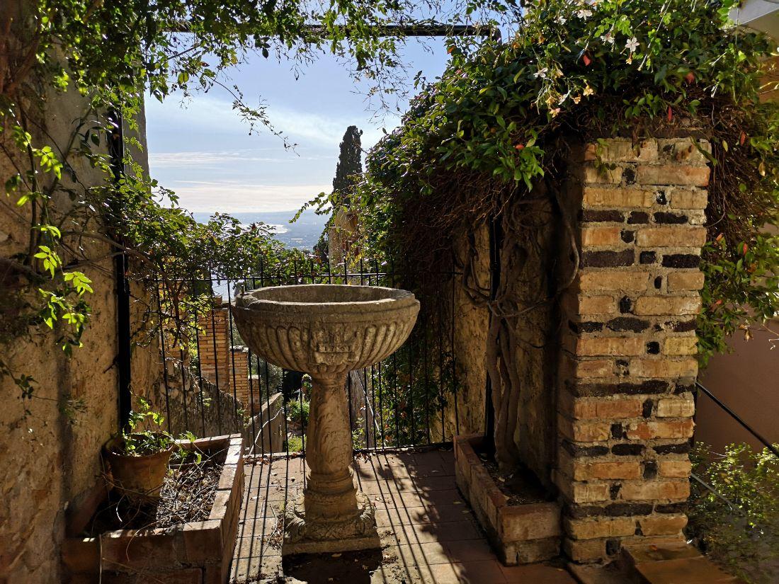 zwiedzanie taormina sycylia panorama uliczki fontanna