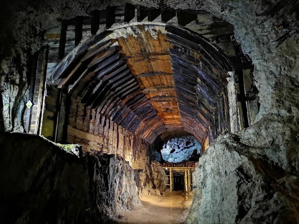 sztolnie podziemne miasto osówka riese ziemia kłodzka dolny śląsk