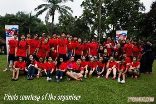 The volunteers in red