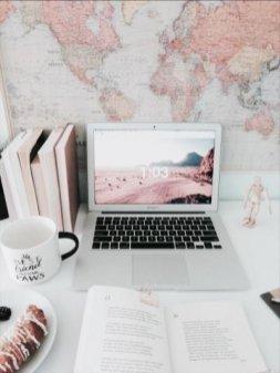 Cozy And Elegant Office Décor Ideas 23